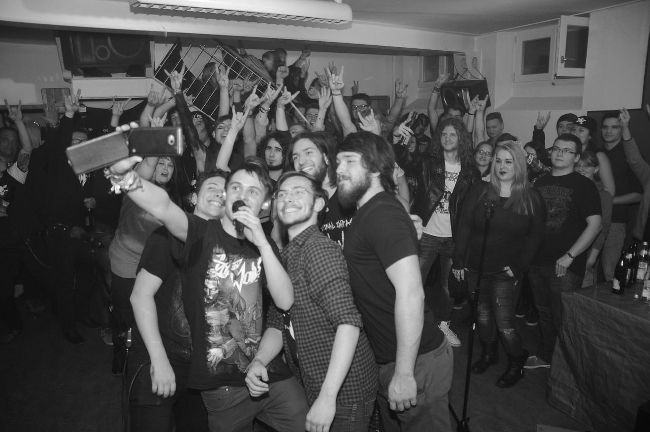 Selfie mit allen Fans im cLAB Passau & The Final Impact